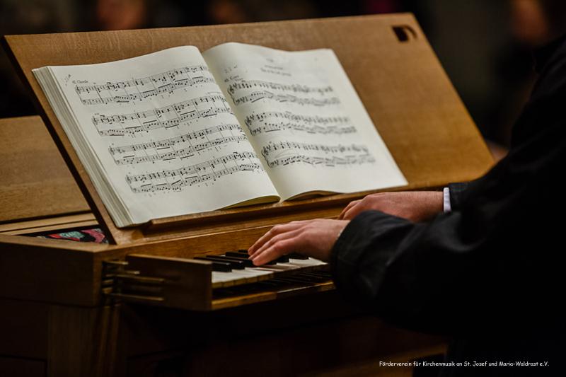 16. Dezember 2012: Kirche St. Josef, Krefeld-Stadtmitte, Crescendo Chor Krefeld